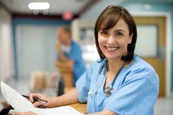requisitos-asistencia-sanitaria-reino-unido-enfermera