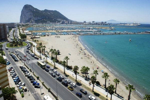 requisitos-viajar-gibraltar-playa