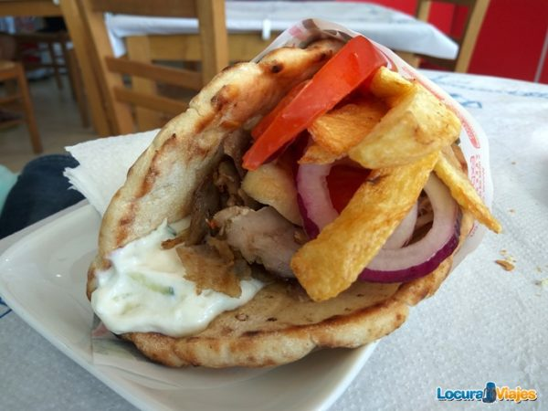 comer-santorini-souvlaki-gyros