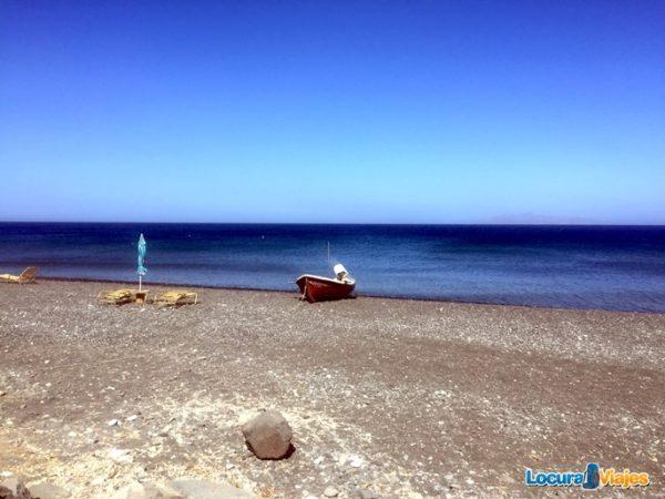 playas-santorini-perivolos-beach