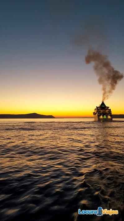 sunset-santorini-boat