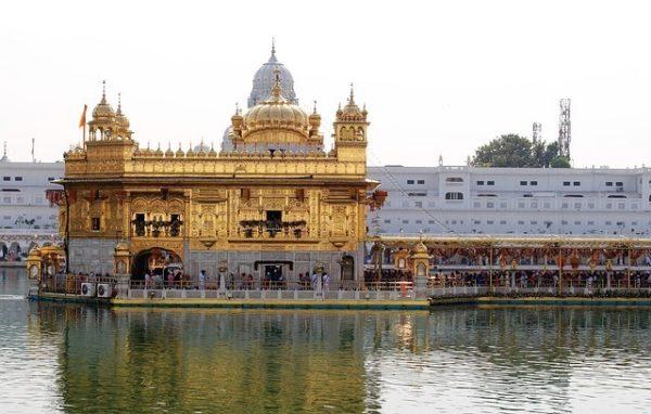 templo-dorado-budista-en-la-india