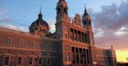 Catedral de la Almudena: historia, Cripta neo-románica y horarios