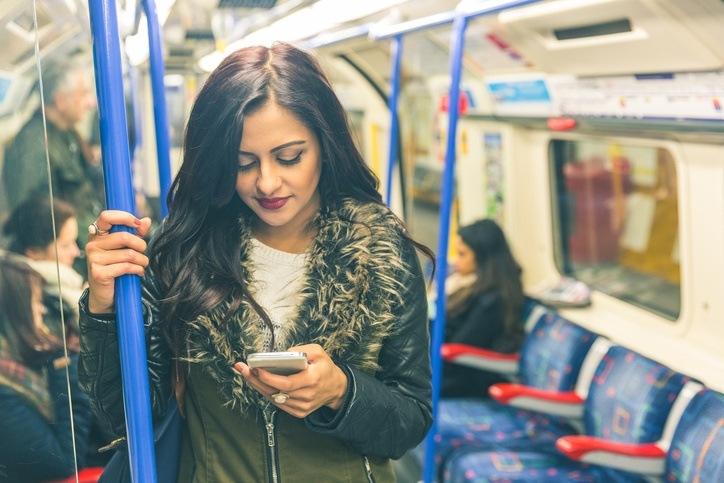 Como contestan al telefono en diferentes paises del mundo metro