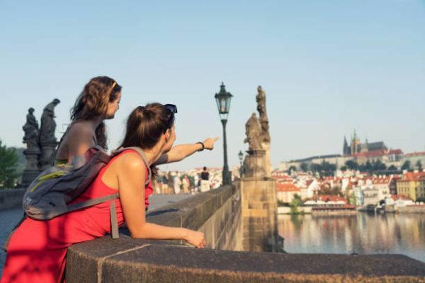 Tour alternativos europa diferentes guias turistiticos praga