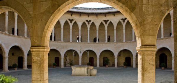 IStock Castillo Bellver
