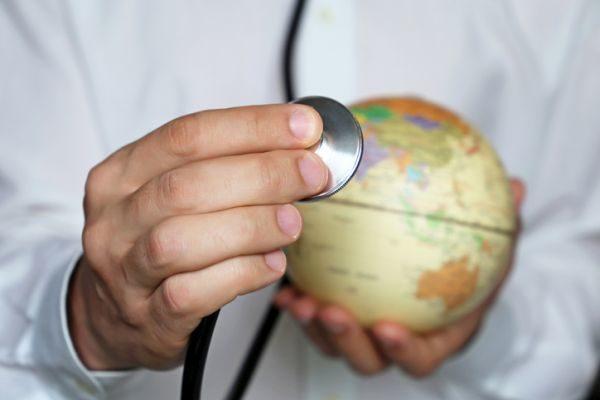 que-vacunas-necesitas-para-viajar-a-iquitos-bola-del-mundo-istock