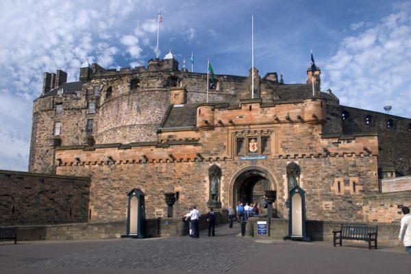 mejores-castillos-de-escocia-castillo-edimburgo-istock