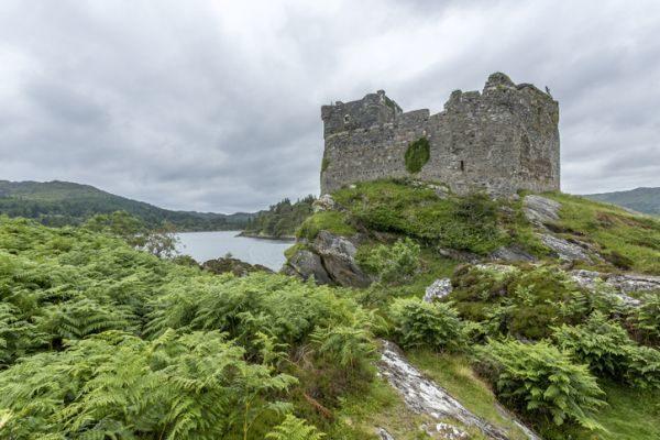 mejores-castillos-de-escocia-castillo-tioram-istock