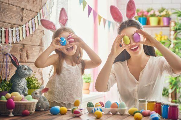 dia-de-la-mona-que-es-mama-nina-huevos-colores-istock