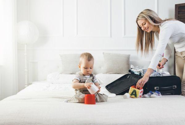 mejores-hoteles-para-ir-con-ninos-cama-bebe-y-mama-istock