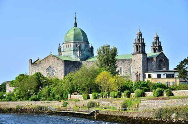 ciudades-mas-visitadas-catedral-de-irlanda-istock
