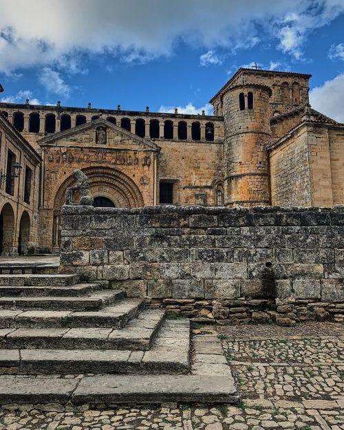 pueblos-mas-bonitos-de-cantabria-santillana-instagram-aniuskalinca